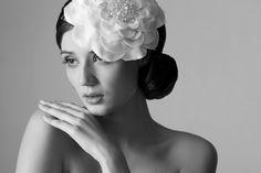 Brautfrisur von marianne CARØE mit opulenter Stoffblüte