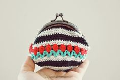 De Estraperlo: Crochet Tulip Coin Purse pattern