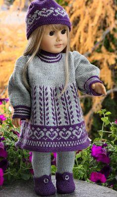 Knitted Dolls Dress Pattern, Girls Knitted Dress, Baby Sweater Knitting Pattern, Crochet Doll Dress, Baby Knitting, American Girl Outfits, American Doll Clothes, Knitting Dolls Clothes, Crochet Doll Clothes
