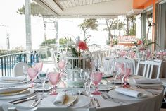Lovely vintage Destination Wedding Reception at the terrace in the oceanfront wedding venue. Photo by Portugal Wedding Photographer #destinationweddingsinportugal #weddingdecorportugal #weddingreceptiondecorportugal #portugalweddingphotographer