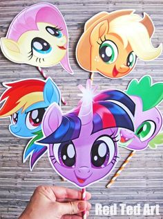 Best and easy My Little Pony Party Craft! Turn your the children in pony friends forever, with these printable My Little Pony Masks and hair accesories! My Little Pony Printable, My Little Pony Craft, My Little Pony Hair, Little Pony Cake, My Little Pony Birthday Party, 4th Birthday, Rainbow Dash, Frozen Kids, Movie Party