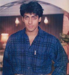 Young Salman Khan Salman Khan Young, Salman Khan Photo, Aamir Khan, Ombre Hair Men, Long Hair Ponytail Styles, Dark Hair Pale Skin, Salman Khan Wallpapers, Vintage Bollywood, Beautiful Bollywood Actress