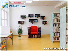 Дизайнерское кресло с книгами и настенные полки «Мысли»