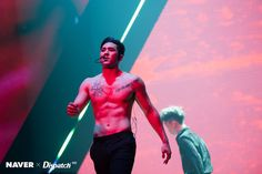 """Channel-Korea has introduced you """"Let's Take a Look at NU'EST's Baekho's Glorious Body and Abs! Korean Men, Asian Men, Asian Guys, Chiseled Jawline, Best Physique, Eat Together, Nu Est, Fitness Magazine, Pledis Entertainment"""