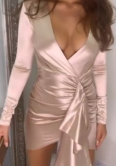 Pink bodycon mini dresses for elegant ladies and feminine women. Our dresses are short, dressy and tight fitted. Perfect for night out, formal party and club. Fall Fashion Outfits, Hot Outfits, Cute Fashion, Fashion Looks, Chic Dress, Classy Dress, Mini Club Dresses, Dresses For Clubs, Pretty Short Dresses