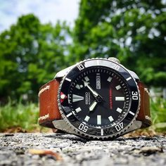 Sub Vintage Black Ceramic Inserts are back in stock. Limited quantity. Photography courtesy of @johnnyswatches Get them at www.DLWwatches.com #seiko #seikomod #skx007 #skx009 #bezel #ceramicbezel #seikodiver #seikowatch #diverwatch #watchuseek #instawatch
