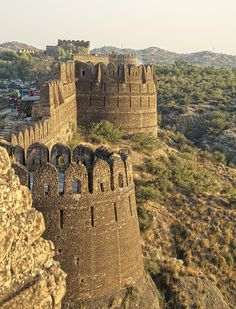 Rohtas Fort in Punjab, Pakistan - too bad it became so dangerous to travel in this part of the world Places To Travel, Places To See, Beautiful World, Beautiful Places, Architecture Antique, Pakistan Travel, Pakistan Zindabad, Belle Villa, Sri Lanka