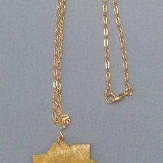 Collier mi-long avec pendentif étoile en origami de papier japonais jaune et doré