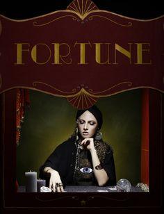Le Fabularium (décor et costume) Fortune teller Photographer @brainfight #fortune #voyante #circus