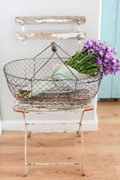 Chippy paint French bistro chair and wire basket French Industrial, French Farmhouse, French Cottage, French Country, Farmhouse Style, Metal Baskets, French Bistro, Smart Tiles, French Decor