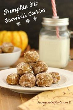 Pumpkin Pie Snowball Cookies - Grain free, paleo and low carb version (1 net carb per ball). Snowball cookies with pumpkin pie flavor. So Yummy!