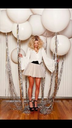 Glam up your New Year's Eve party balloons with some silver tassels. – Brit Morin Glam up your New Year's Eve party balloons with some silver tassels. Glam up your New Year's Eve party balloons with some silver tassels. Nye Party, Festa Party, Party Fun, 30th Party, Casino Party, Party Time, Casino Night, Halloween Party, Sylvester Party