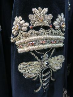 A goldwork embroidered garment from a 2015 collection Couture Embroidery, Gold Embroidery, Embroidery Fashion, Embroidery Patterns, Bullion Embroidery, Motif Paisley, Bee Skep, Crochet Hook Set, Lesage