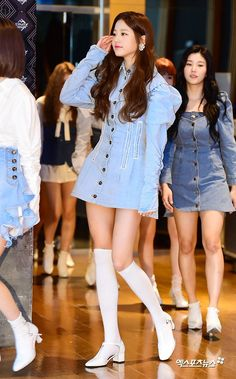 Japanese Girl Group, Cute Asian Girls, Stage Outfits, Ulzzang Girl, First Photo, Korean Girl Groups, Kpop Girls, Korean Fashion, Cute Outfits