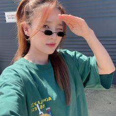 2ne1 Dara, Mirrored Sunglasses, Sunglasses Women, Sandara Park, Kpop, Pop Group, Parks, T Shirts For Women, Model