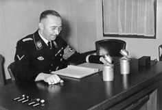 Cenas, familia, discursos y visitas a los campos de la muerte. El diario de Heinrich Himmler, publicado durante toda la semana por el…