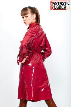 Latex Trenchcoat rot Fantastic Rubber Alexandra Potter, Red Raincoat, Raincoat Jacket, Rubber Raincoats, Fetish Fashion, Latex Girls, Rain Wear, Lady In Red, Women Wear