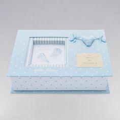 Set de Huellas Corazón. Coqueta cajita que te permitirá guardar las huellas de tu bebé, y con la que además podrás decorar la habitación. #regalos #babygifts #bebés