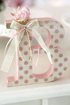 Letra MDF Decorada Letra com 15 cm altura, 18 mm de espessura. Pintada e for . Mdf Letters, Painted Letters, Monogram Letters, Decorated Letters, Letter A Crafts, Letter Art, Craft Projects, Projects To Try, Baby Decor