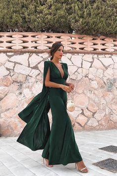 Glam Dresses, Nice Dresses, Formal Dresses, Cape Jumpsuit, Shoulder Cape, Jumpsuit With Sleeves, Cape Sleeve Dress, Sleeve Dresses, Red Carpet Gowns