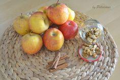 Pastéis de maçã e nozes Portuguese Desserts, Portuguese Recipes, Mini Desserts, Dessert Recipes, Pound Cake Recipes, Pound Cakes, Crepes, Healthy Recipes, Candy