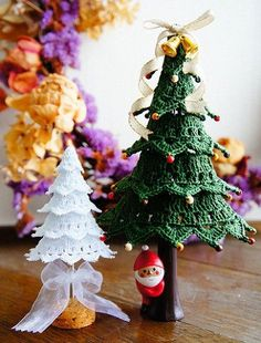 In Japanese but has diagrams Crochet Christmas Decorations, Christmas Tree Pattern, Crochet Christmas Ornaments, Christmas Crochet Patterns, Christmas Tree Ornaments, Christmas Diy, Crochet Tree, 242, Christmas Inspiration