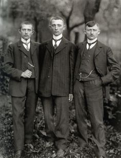 visual-renascence: Country Lads from the Westerwald, 1912 August Sander August Sander, Vintage Pictures, Old Pictures, Old Photos, Antique Photos, Young Farmers, Diane Arbus, Look Retro, Marcel Proust