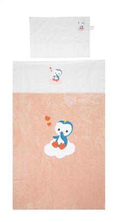 Dankzij dit leuke lakentje met print van Niyu, Dreambee's pinguïn, en z'n bijhorende kussensloop beleeft je kleine spruit heerlijke nachten vol zoete dromen.