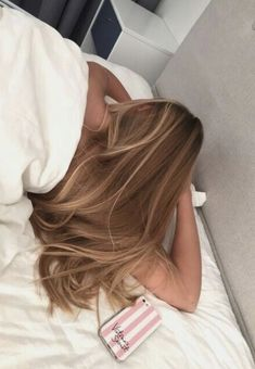 Side Swept Waves for Ash Blonde Hair - 50 Light Brown Hair Color Ideas with Highlights and Lowlights - The Trending Hairstyle Soft Hair, Soft Blonde Hair, Blonde Ombre, Light Brunette Hair, Balayage Hair Blonde, Blonde Brunette, Hair Highlights, Front Highlights, Hair Streaks