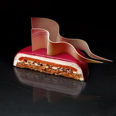 Originally trained as an architect, Dinara Kasko is a Ukranian pastry chef who approaches the design of her desserts as though they were ultra-modern buildings. Super Cool Cakes, Chefs, Cool Cake Designs, Fancy Desserts, Baking And Pastry, Love Eat, French Pastries, Pastry Cake, Confectionery