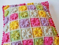 Crochet Pillow inspiration - links to motif and edging patterns Crochet Cushion Cover, Crochet Pillow Pattern, Crochet Motif, Crochet Patterns, Crochet Diagram, Free Crochet, Crochet Flower, Knitting Patterns, Crochet Home Decor