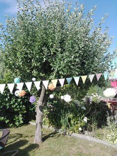 Flagi, pompony, dekoracja ogrodu, przyjęcie urodzinowe