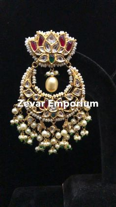 Indian Jewelry Earrings, Jewelry Design Earrings, Gold Earrings Designs, Indian Wedding Jewelry, Gold Jewellery Design, Diamond Necklace Simple, Gold Jewelry Simple, Gold Earrings Models, Bridal Jewelry Sets