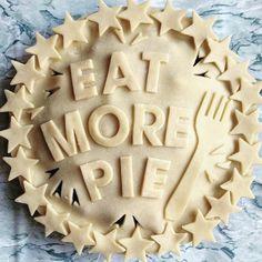 Creative Pie Crusts that Turn the Dessert into a Delicious Work of Art - Pies to try - Torten Creative Pie Crust, Beautiful Pie Crusts, Pie Crust Designs, Pie Decoration, Pies Art, Fudge, Pie Crust Recipes, Pie Dessert, Just Desserts