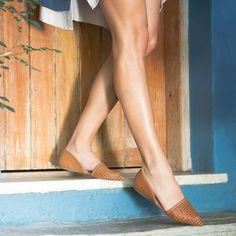 Tressê para um dia leve! #altoveraoarezzo2016 #sapatilha #bicofino Referência sapatilha: A1000200430002 / R$19990 by arezzo