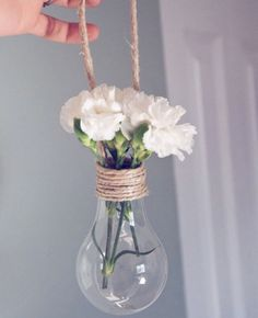 Light Bulb Vase // DIY Ideas