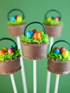 Easter Basket Cake Pops by Bakerella Easter Cake Pops, Easter Cookies, Easter Treats, Easter Food, Mini Cakes, Cupcake Cakes, Desserts Ostern, Bakerella, Cookie Pops