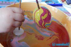 Mamahoch2: marmorierte Ostereier - viel besser als Eier anmalen
