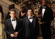 Paul Wesley and Ian Somerhalder in The Vampire Diaries Vampire Diaries Stefan, Vampire Diaries Funny, Vampire Diaries Cast, Vampire Diaries The Originals, Paul Wesley, Damon Y Stefan, Damon And Stefan Salvatore, The Salvatore Brothers, Dangerous Liaisons