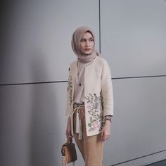 Look at how beautiful the detail of my outer ❤❤❤❤❤ . Muslim Fashion, Modest Fashion, Fashion Outfits, Womens Fashion, Casual Hijab Outfit, Casual Outfits, Foto Casual, Outfit Look, Hijab Fashion Inspiration