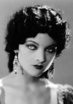 summers-in-hollywood: Myrna Loy by Ruth Harriet. - Summers in Hollywood Old Hollywood Glamour, Golden Age Of Hollywood, Vintage Glamour, Vintage Hollywood, Hollywood Stars, Classic Hollywood, Vintage Beauty, Hollywood Photo, Old Movie Stars