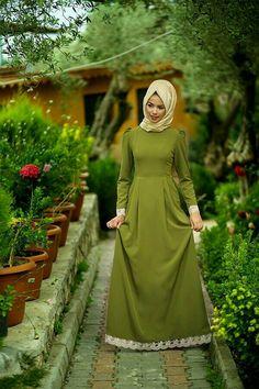Abaya Fashion, Modest Fashion, Fashion Dresses, Muslim Women Fashion, Islamic Fashion, Hijab Style Dress, Dress Outfits, Modele Hijab, Mode Abaya