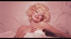 Elodie Frégé : En Marilyn Monroe pour le clip, Comment tappelles-tu ce matin ? - StarsBlog.fr