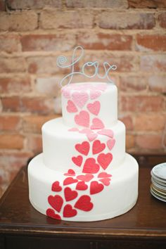 heart wedding cake by Blooming Flour Bakery // photo by Paperlily Photography  Achei muito lindo!!!