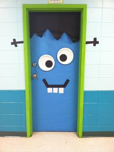 Easy Halloween Door Decorations on a Budget for the Classroom Halloween Classroom Door, Halloween Front Doors, Theme Halloween, Halloween Door Hangers, Holidays Halloween, Easy Halloween, Halloween Crafts, Decoration Creche, Halloween Door Decorations