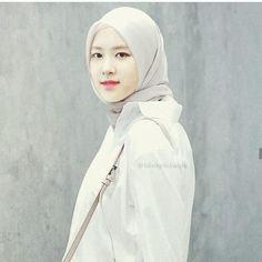 Casual Hijab Outfit, Hijab Chic, Foto Rose, Girl Hijab, Jennie Blackpink, Rose Park, Iphone Wallpaper Tumblr Aesthetic, Ulzzang Girl, Islam