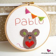 Mouse with name needle punch Macrame Wall Hanging Diy, Weaving Wall Hanging, Embroidery Patterns, Hand Embroidery, Punch Needle Patterns, Knitting Stiches, Mini Cross Stitch, Craft Punches, Yarn Tail