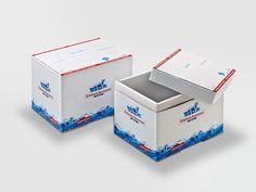 Offsetkaschierte foodmailer® Premium für den Versand von Molkereiprodukten einer Sennerei. • #packit! #foodmailer #offset #packaging #karton #wellpappe #webshops #onlineshop #ecommerce #verpackungsdesign #nachhaltig #plasticfree #keinplastik #klimaneutral #recycling #lebensmittelversenden #gekühltversenden Ecommerce, Recycling, Decorative Boxes, Container, Food, Packaging Design, Milk, Paper Board, Foods