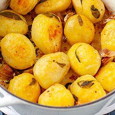 Pieczone ziemniaki z czosnkiem i ziołami | Blog | Kwestia Smaku