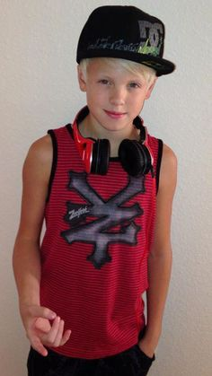 Hey I'm Carson I am really good at singing and I love dancing. I'm single but hoping to be loved by someone